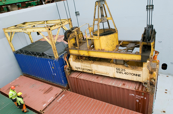 Pulley「Port of Liverpool, Sefton, Merseyside, Mersey Docks and Harbour Company, UK, freight containers being loaded, elevated view」:写真・画像(7)[壁紙.com]