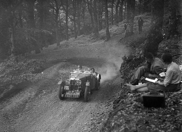 Country Road「MG J2 of Doreen Evans taking part in the B&HMC Brighton-Beer Trial, Fingle Bridge Hill, Devon, 1934」:写真・画像(13)[壁紙.com]