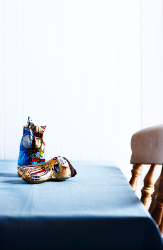 Easter Bunny「Broken chocolate easter Bunny on table」:スマホ壁紙(9)