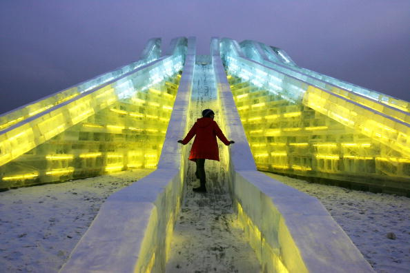雪まつり「Annual Ice And Snow Festival Opens In Harbin」:写真・画像(0)[壁紙.com]