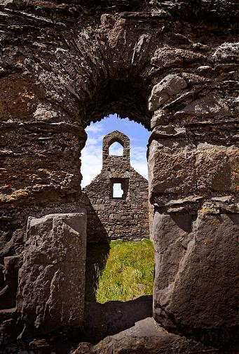Isle of Man「Ruined grey stone old Celtic church viewed through a stone arch」:スマホ壁紙(10)