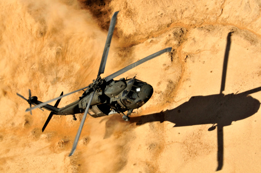 Air Attack「A UH-60 Black Hawk helicopter comes in for a dust landing.」:スマホ壁紙(13)