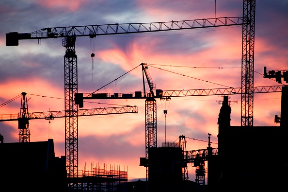 Construction Site「A building site at sunset with cranes silhouetted against a red sky, 2007」:写真・画像(15)[壁紙.com]