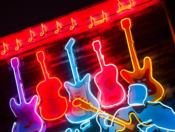 Illuminated guitars on Beale Street in Memphis:スマホ壁紙(壁紙.com)