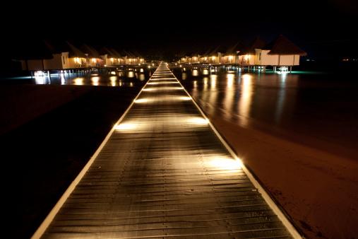 豪華 ビーチ「照明付きの桟橋と海のヴィラでのご宿泊」:スマホ壁紙(17)
