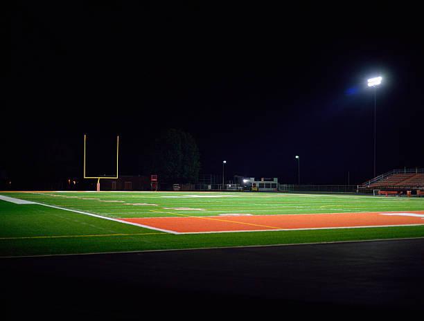 Illuminated American football field at night:スマホ壁紙(壁紙.com)