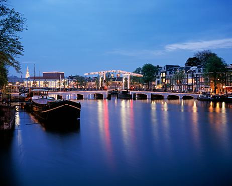 Footbridge「Illuminated view of a bridge at night in Amsterdam」:スマホ壁紙(18)
