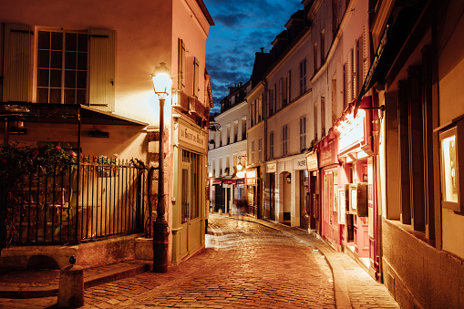 Old-fashioned「Illuminated streets of Monmartre quarter, street in Paris at night」:スマホ壁紙(2)