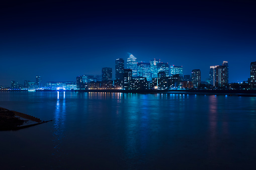 都市の全景「Illuminated skyline in cityscape at night, London, England, United Kingdom」:スマホ壁紙(6)