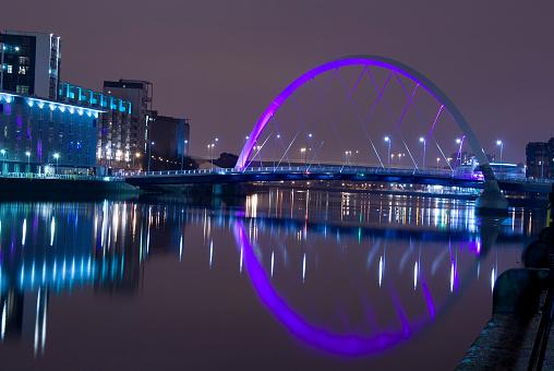 Glasgow - Scotland「Illuminated Squinty Bridge crossing the River Clyde, Glasgow, Scotland.」:スマホ壁紙(10)