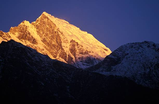 Illuminated mountain peak:スマホ壁紙(壁紙.com)