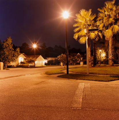 アメリカ合衆国「Illuminated Suburban Street」:スマホ壁紙(16)