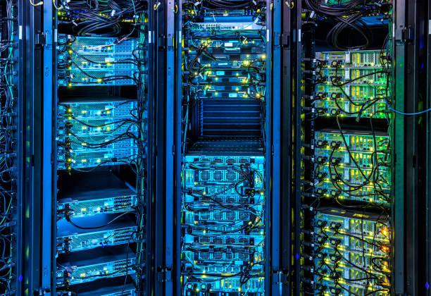 Illuminated Server Room:スマホ壁紙(壁紙.com)