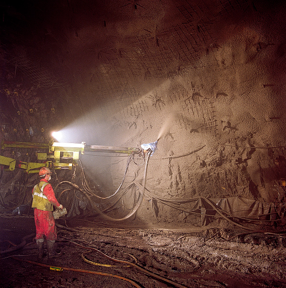 Concrete「Spraying concrete during construction of the Jersey stormwater relief tunnel. Channel Islands, United Kingdom.」:写真・画像(5)[壁紙.com]