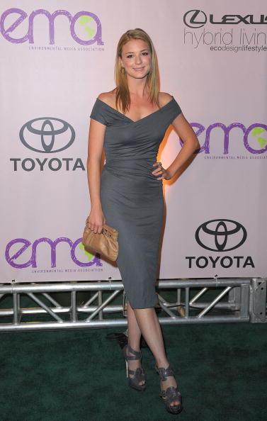 Emily VanCamp「2009 Environmental Media Awards - Arrivals」:写真・画像(10)[壁紙.com]