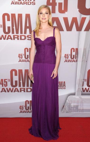 Emily VanCamp「45th Annual CMA Awards  - Arrivals」:写真・画像(16)[壁紙.com]