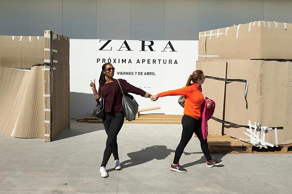 ブランド Zara「Wold's Biggest Zara Store Opening Preparations in Madrid」:写真・画像(12)[壁紙.com]
