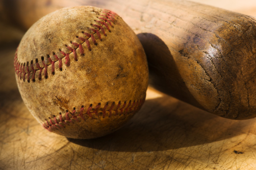 スポーツ用品「Antique baseball with baseball bat」:スマホ壁紙(13)