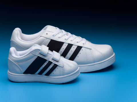 Two Objects「Small and big sports shoes」:スマホ壁紙(11)