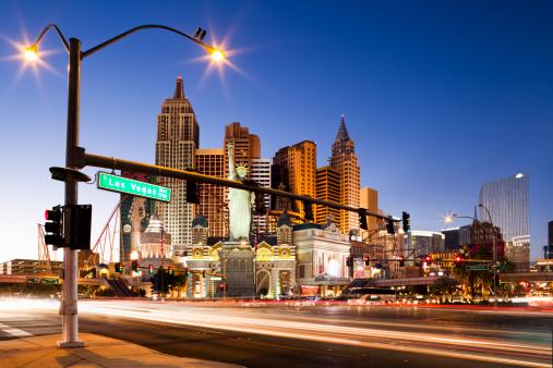 Boulevard「New York New York Hotel and Casino (dusk)」:スマホ壁紙(19)