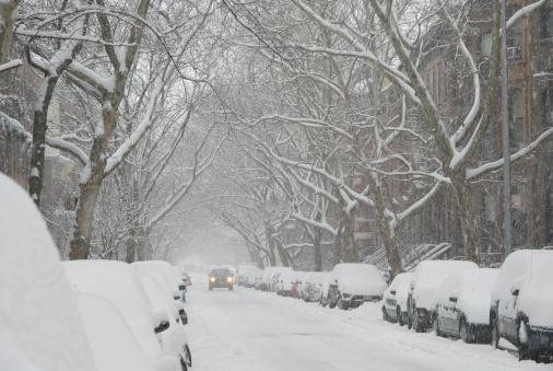 吹雪「USA, New York, New York City, Brooklyn, Street in snow」:スマホ壁紙(6)