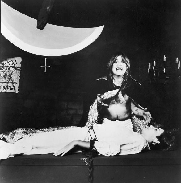 Terrified「Ozzy Osbourne Tortures Woman With Swinging Blade, c. 1982. 」:写真・画像(14)[壁紙.com]