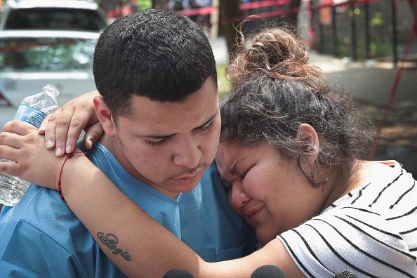 Scott Olson「Six Children Among The Dead In Overnight Chicago Building Fire」:写真・画像(5)[壁紙.com]