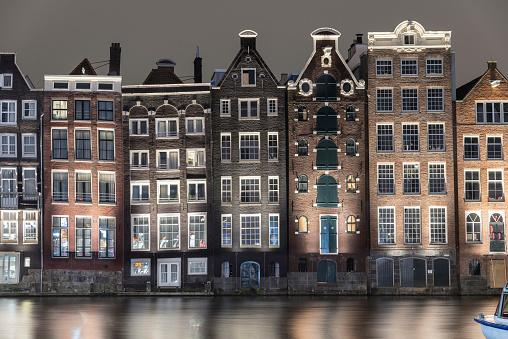 Amsterdam「Amsterdam skyline close-up buildings waterfront Damrak」:スマホ壁紙(4)