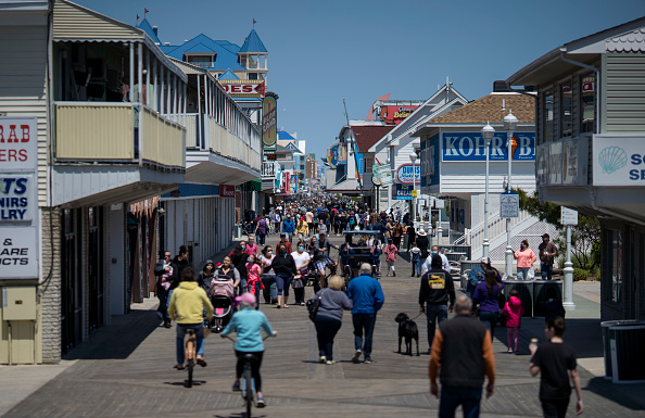 Reopening「Ocean City Reopens Boardwalk And Beach As Maryland Reopens Some Businesses During Coronavirus Pandemic」:写真・画像(13)[壁紙.com]