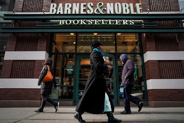 Bookstore「Barnes & Noble Warns Investors Of Possible 10 Percent Cut In Earnings Outlook」:写真・画像(15)[壁紙.com]