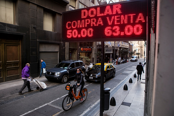 Economy「Weakening Of Argentina Peso After Preliminary Elections」:写真・画像(6)[壁紙.com]