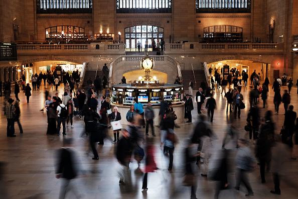活動「Fire Underneath Elevated Train Tracks Cause Major Disruptions Into New York Grand Central」:写真・画像(12)[壁紙.com]