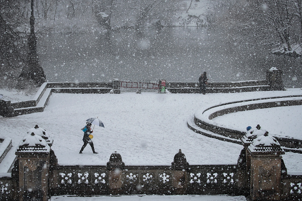 Snow「Storm Brings Snow, Sleet, And High Winds To Mid Atlantic Region On Second Day Of Spring」:写真・画像(13)[壁紙.com]