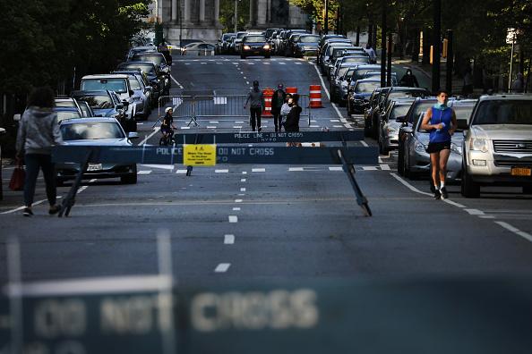Pedestrian「Major Cities In The U.S. Adjust To Restrictive Coronavirus Measures - May 4, 2020」:写真・画像(9)[壁紙.com]
