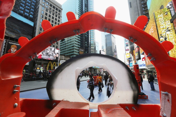 Recycling「Brazilian Street Artist Bel Borba Shows Public Sculptures In Times Square」:写真・画像(1)[壁紙.com]