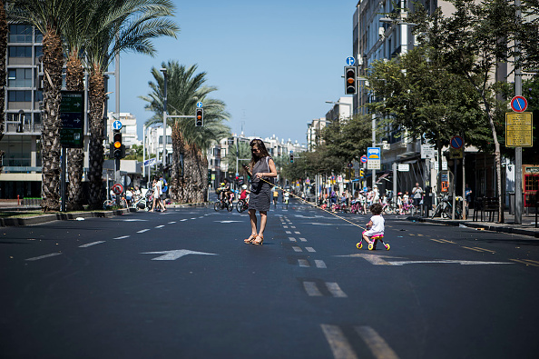 Tel Aviv「Cyclists Take To Empty Streets Of Tel Aviv On Yom Kippur」:写真・画像(8)[壁紙.com]
