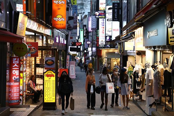 Street「South Korea Slowly Recovers From Coronavirus Outbreak」:写真・画像(8)[壁紙.com]