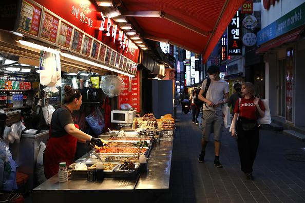 Street「South Korea Slowly Recovers From Coronavirus Outbreak」:写真・画像(5)[壁紙.com]