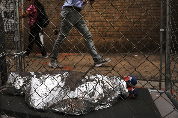 Curled Up「Pop Up Installations Depicting Crying Children In Cages Appear New York City, Aiming To Highlight US Mexico Border Crisis」:写真・画像(8)[壁紙.com]