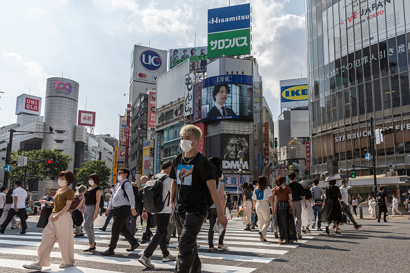 People「Japan Impose Restrictions As Coronavirus Cases Continue To Rise」:写真・画像(18)[壁紙.com]