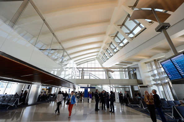 LAX Airport「Mayor Villaraigosa And Airline Officials Debut New Gates At Tom Bradley International Terminal」:写真・画像(5)[壁紙.com]