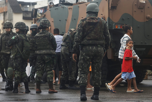 Rio「Brazilian Armed Forces Conduct Large Operation Against Rio Favela Gangs」:写真・画像(0)[壁紙.com]