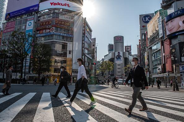 Tokyo - Japan「Japan Imposes State Of Emergency To Contain Coronavirus Outbreak」:写真・画像(14)[壁紙.com]