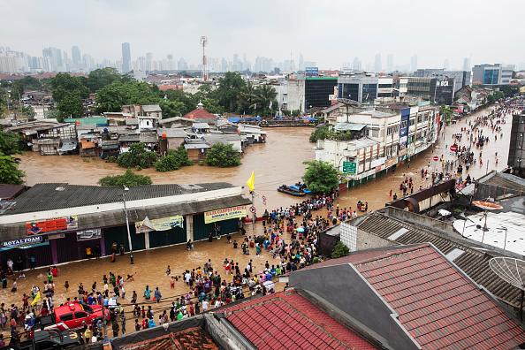 Jakarta「Jakarta Left Submerged As Heavy Rain Batters The City」:写真・画像(1)[壁紙.com]