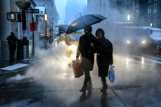 Snow「New York City's First Snowfall Of Winter Adds To City's Holiday Atmosphere」:写真・画像(6)[壁紙.com]