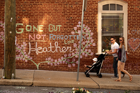 歩く「Memorial Held In Charlottesville For Heather Heyer, Victim Of Car Ramming Incident During Protest After White Supremacists' Rally」:写真・画像(10)[壁紙.com]