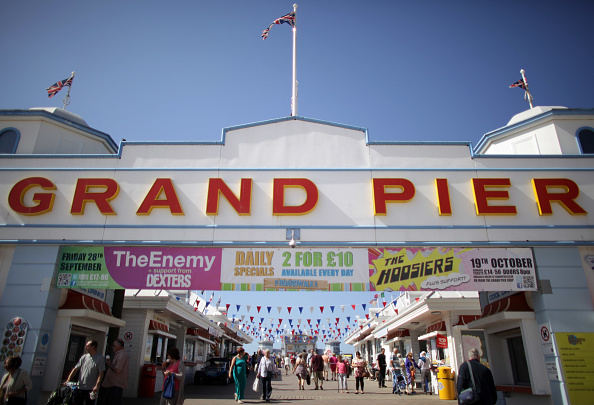 Pier「Warm Weather Brings Hope For Seaside Resorts After Terrible Summer」:写真・画像(16)[壁紙.com]