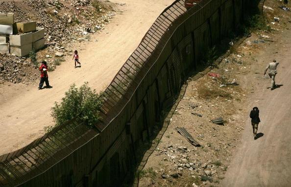 Arizona「Illegal crossings Continue on US Mexican Border」:写真・画像(4)[壁紙.com]
