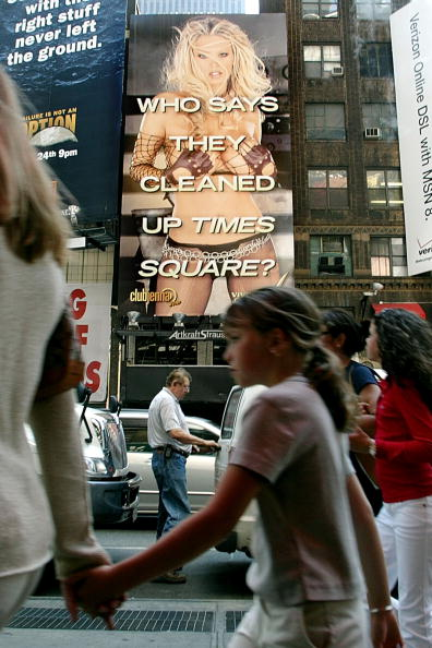 Traffic「Three-Story Porn Ad Put Up In Times Square」:写真・画像(18)[壁紙.com]