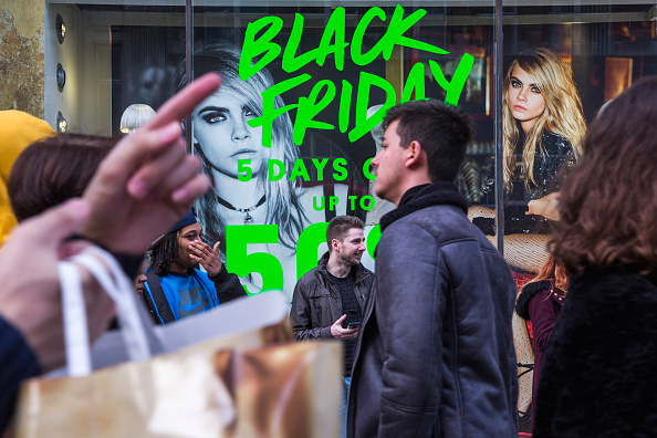 Black Friday「Black Friday Bargain Hunters Hit The Streets」:写真・画像(7)[壁紙.com]